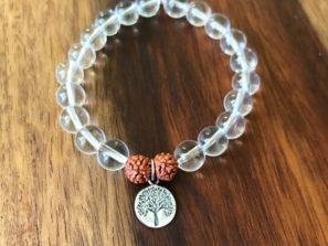 Náramek jóga s křišťálem, rudrakšou a stříbrem.