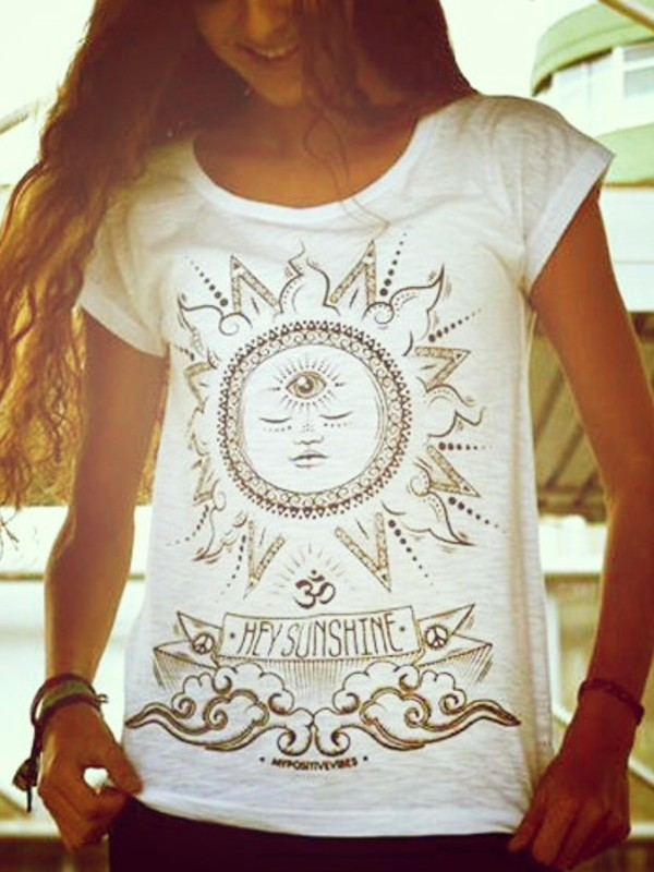Krásné tričko pro jógu a volný čas s potiskem Slunce.
