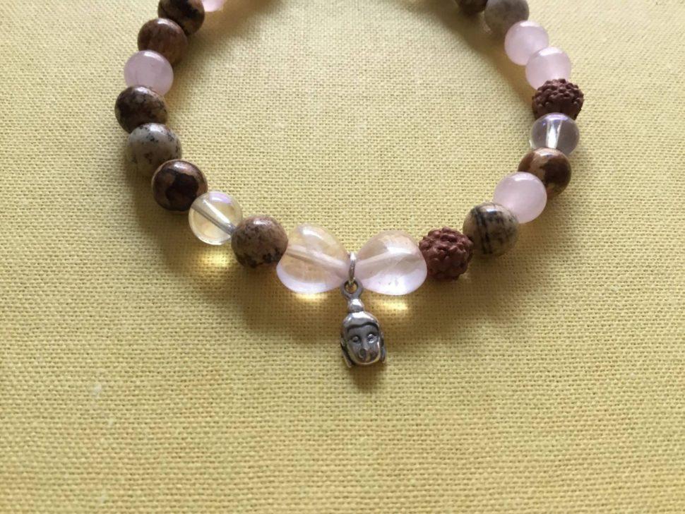 Náramek inspirovaný jógou a harmonizačními účinky minerálů ॐ