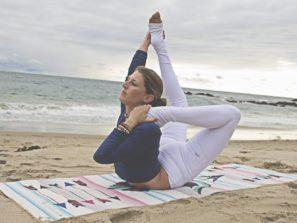 Kvalitní a luxusní jóga podložka s indiánským designem.