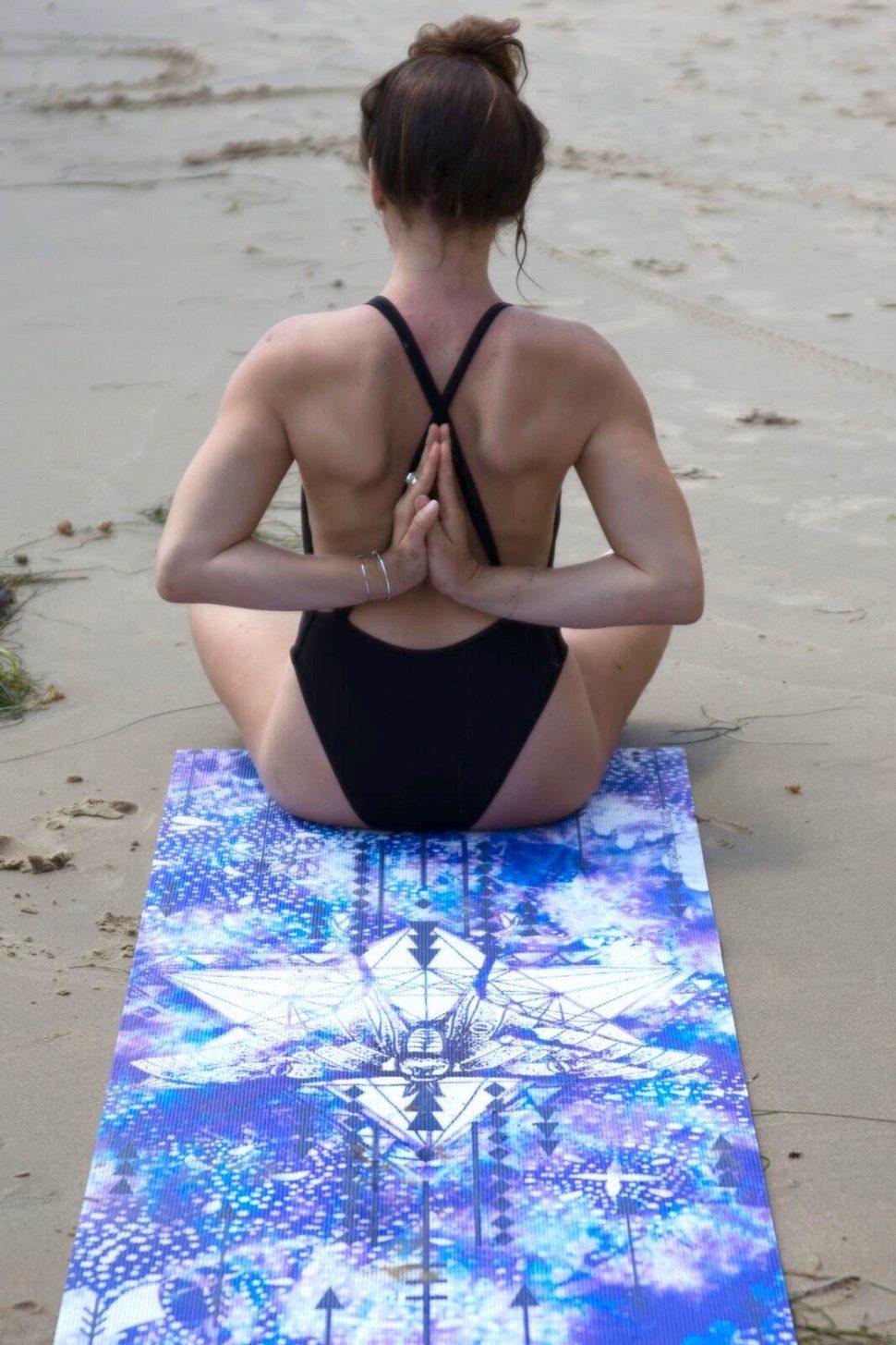 Kvalitní a luxusní jóga podložka s designem posvátné geometrie.