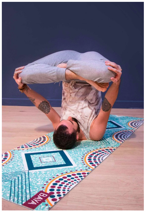 Krásná designová jóga podložka pro cvičení jógy doma i v jóga studiu.