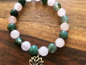 Jóga náramek s přírodními kameny pro jogínky i nejogínky s přívěskem lotosový květ.