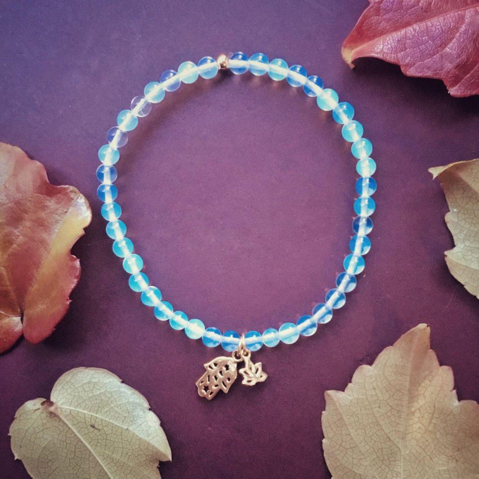 Krásný dárek pro jogínku a každou ženu: náramek s minerály.