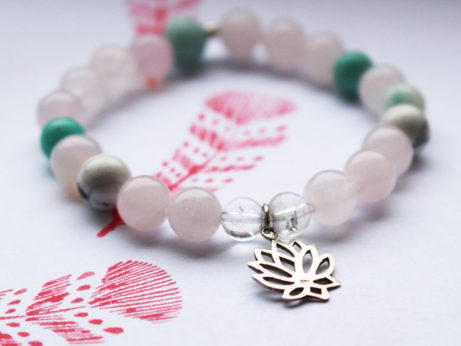 Náramky a jiné šperky jako dárek pro jógu i pro běžné nošení.