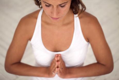 Cvičení tantra jógy s energií čaker pro jógu doma.