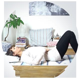 Cvičení jógy online proti stresu.