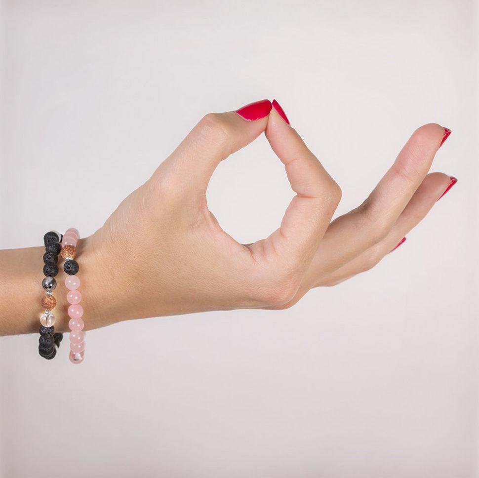 Náramek pro jogínku inejogínku inspirovaný aromaterapií ajógou.