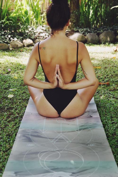 Luxusní jóga podložka spotiskem veshopu Jóga zobýváku.