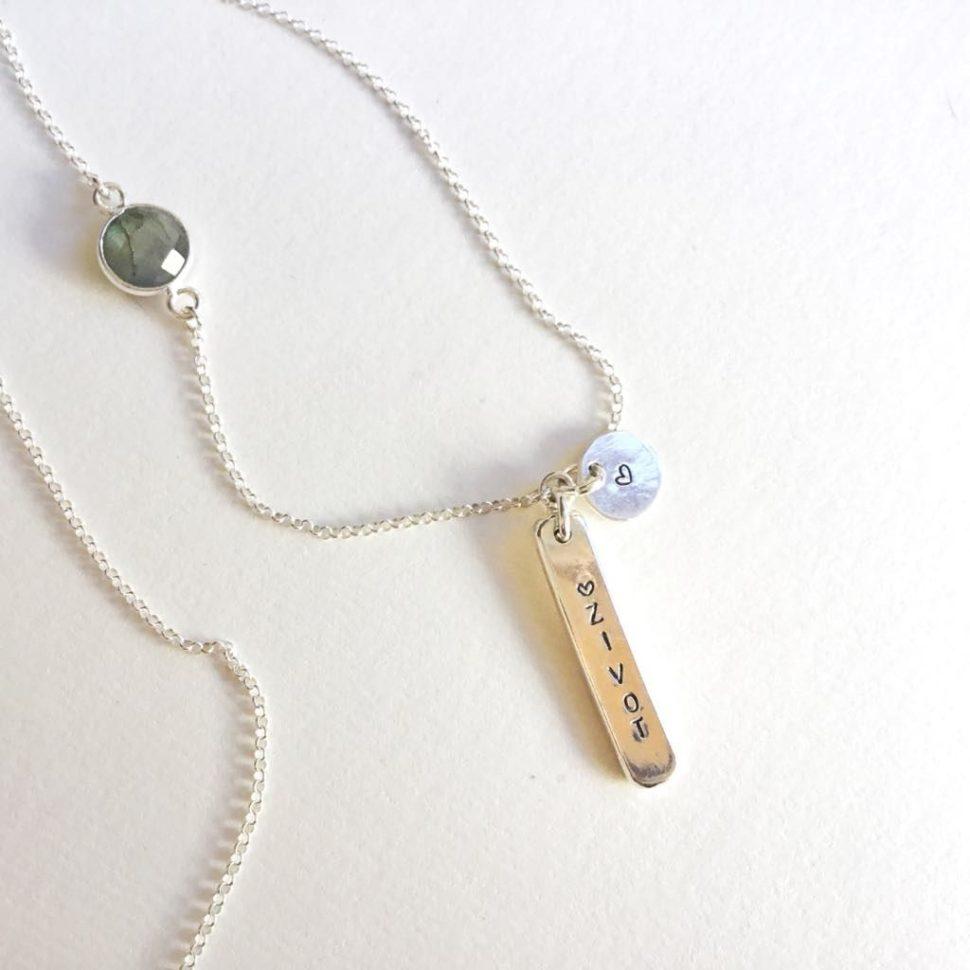 """Designový stříbrný šperk inspirovaný jógou spřívěskem """"Život"""" pro jogínku akaždou ženu, co miluje život."""