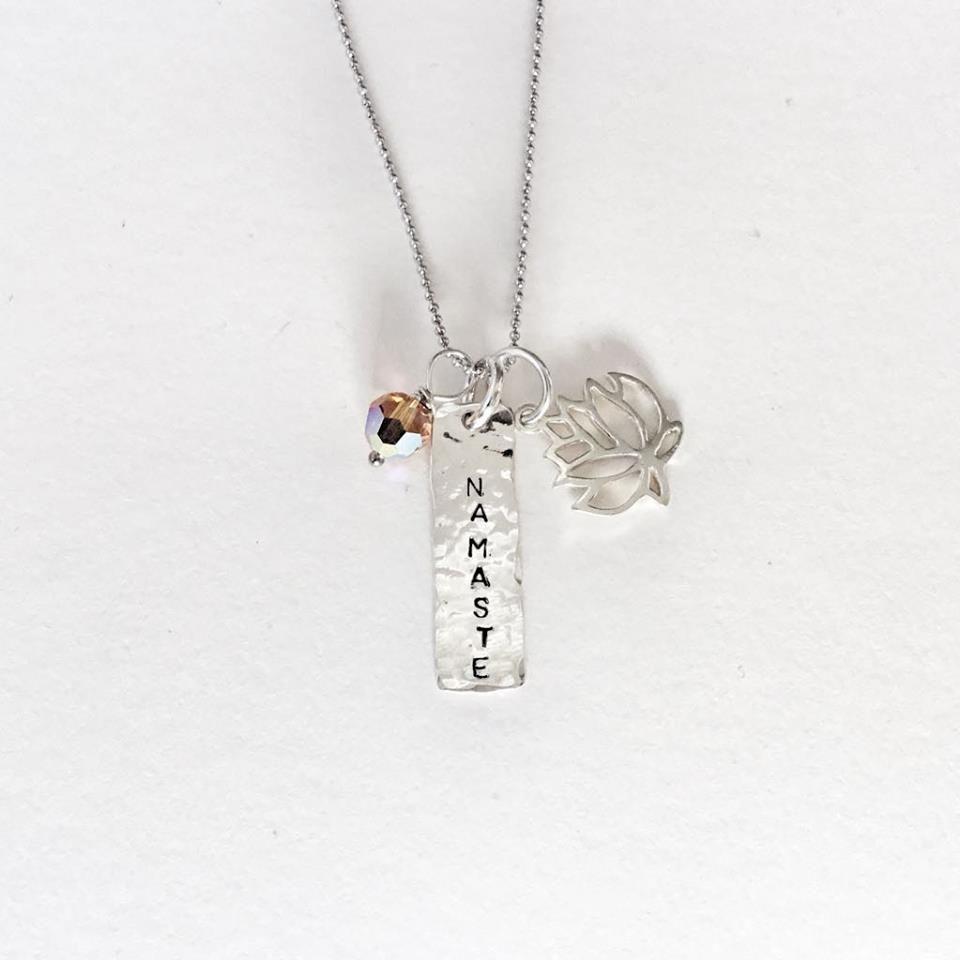 Náhrdelník inspirovaný jógou ze stříbra pro jogínku ikaždou ženu.
