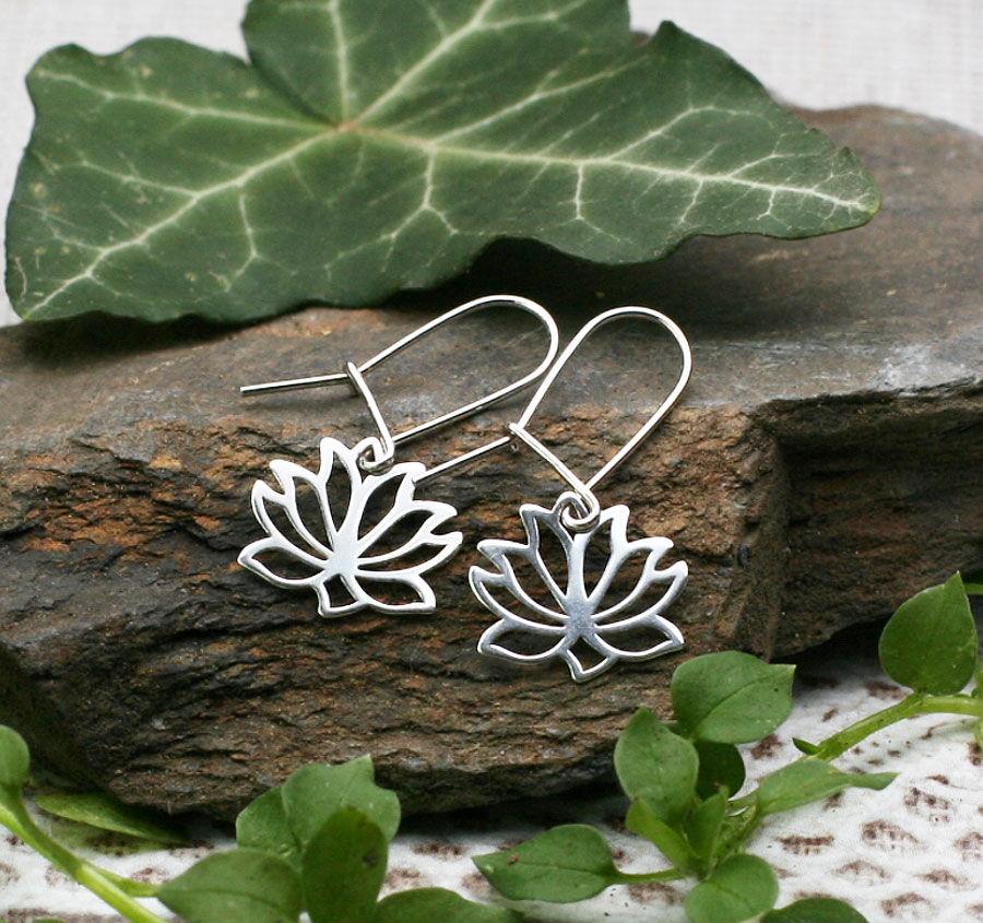 Náušnice ajiné šperky jako dárek pro jógu ipro běžné nošení.