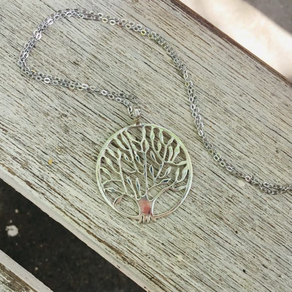Náramky ajiné šperky jako dárek pro jógu ipro běžné nošení.