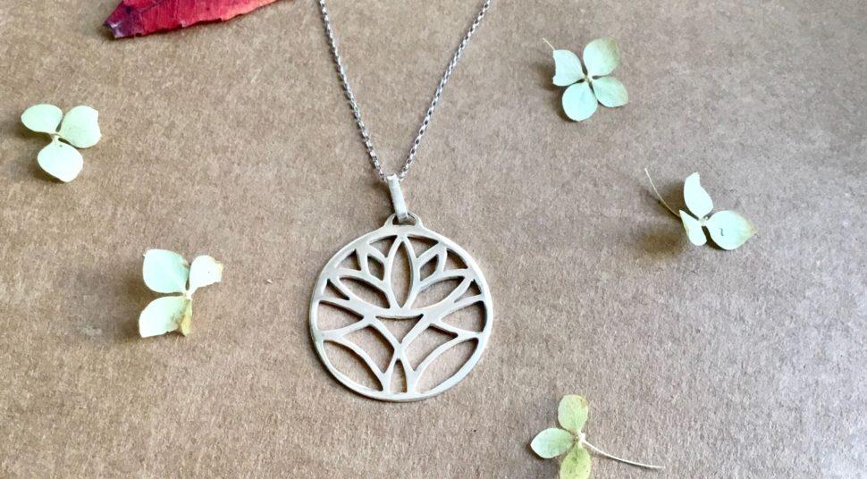 Krásné stříbrné jóga šperky zBali pro jógu apro radost zeshopu Jóga zobýváku.