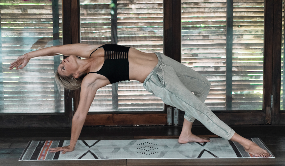 SANCHO designová avysoce kvalitní jóga podložka.