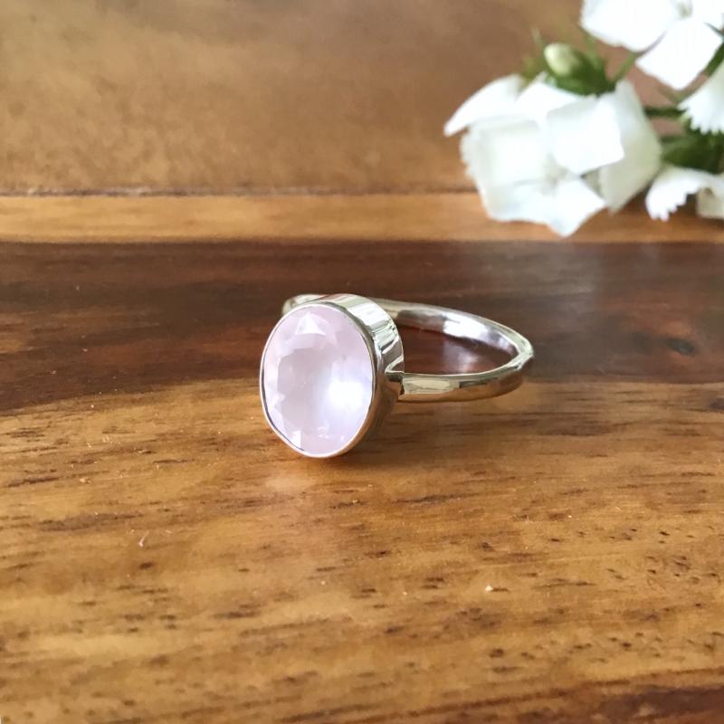 Dámský jóga prstýnek z minerálů a stříbra, šperk pro jógu a pro radost.