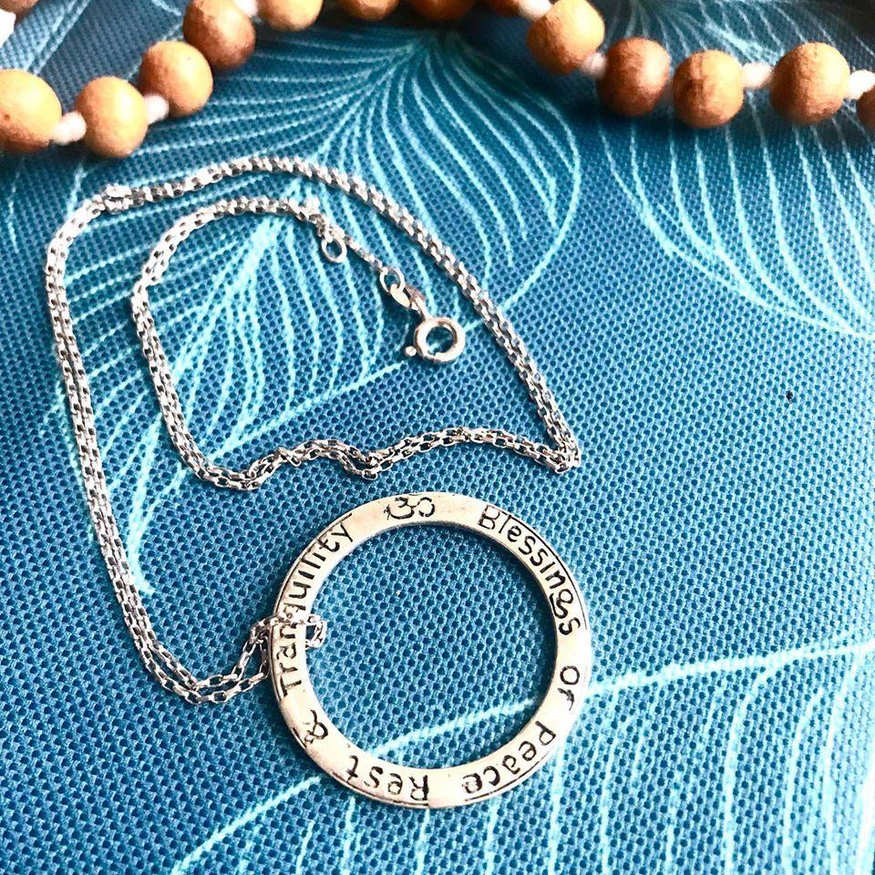 Krásný jóga šperk pro jógu apro radost