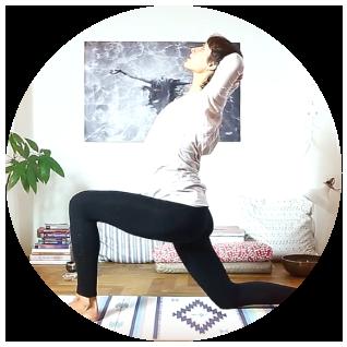 Cvičení jógy doma podle jóga videí.